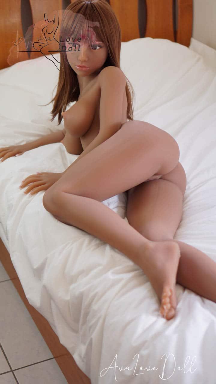 Phoebe Piper Doll nue couleur légerement bronzée