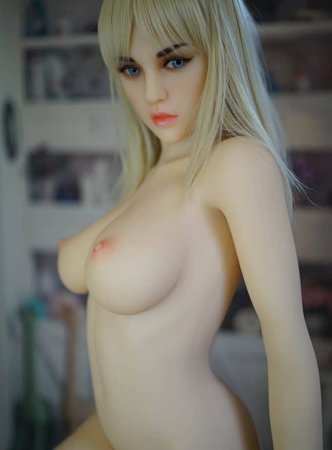 Liana Doll Forever Seins Nue Profile