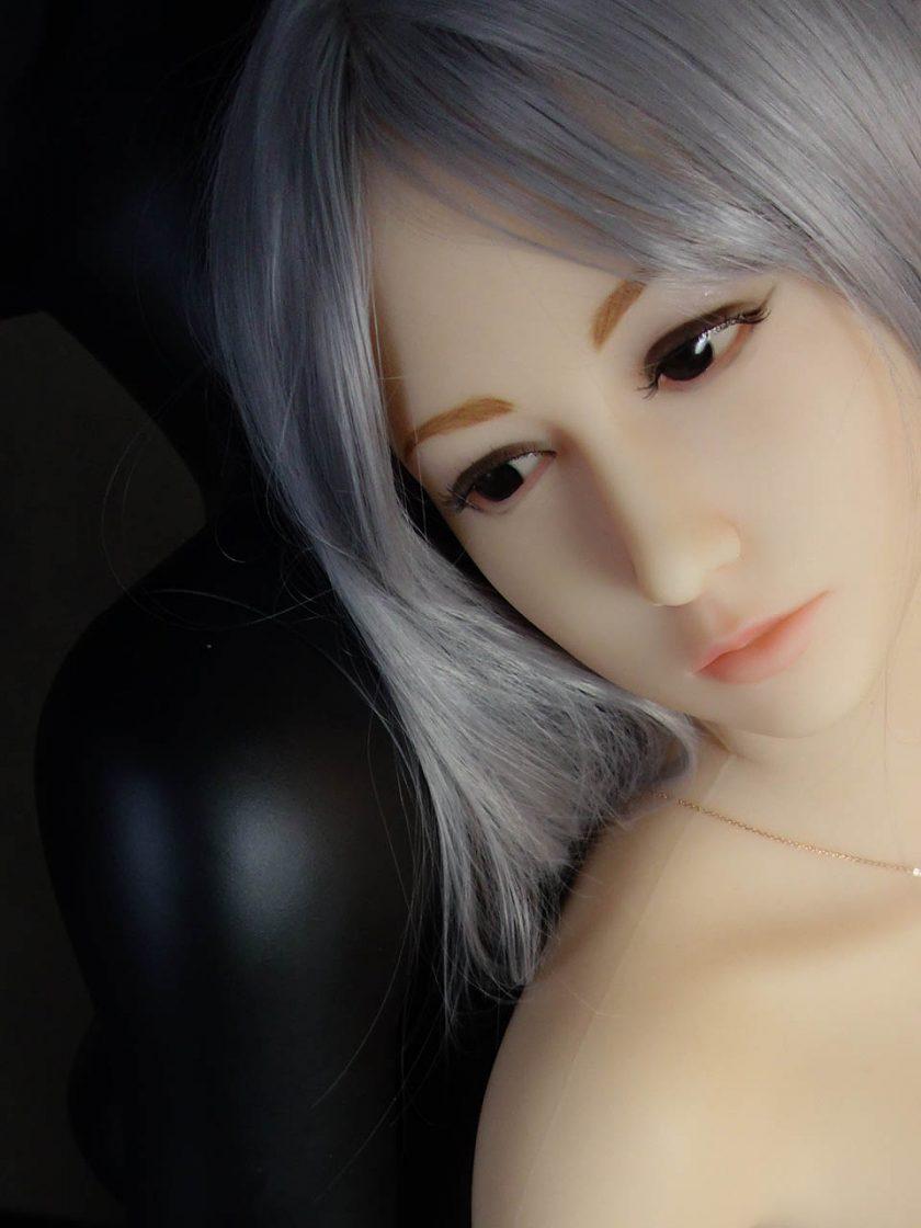 Yan Doll Forever Assise Violet Visage Zoom